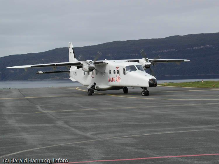 Dornier fra Kato Air på Narvik Lufthavn, Framneslia. Kato Air opererte på sambandet Narvik - Bodø noen få år. Selskapet gikk konkurs i september 2008.