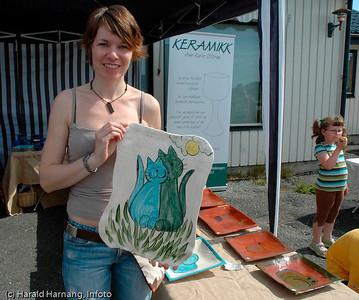 Efjorddagene på Skarstad mens det ennå var aktivitet i og ved grendehuset. Keramiker Anne-Karin Storøy var en av de som hadde stand ved grendehuset på Skarstad.