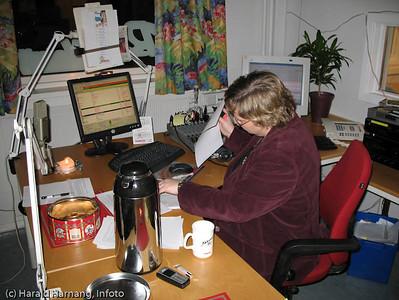 Radio Narvik, eid av Fremover. I studio der alt foregår pr PC og med musikk som MP3.