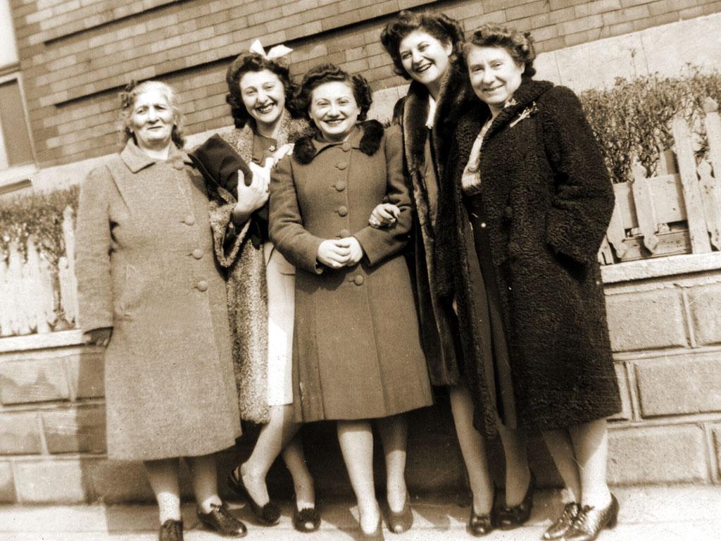 Aunt Rae Schwartz (Harry's wife), Mollie Schwartz, Bea Katz, Cynthia Schwartz, Grandma Rose