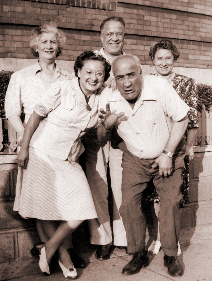 Front:  Bea Katz and Harry Schwartz  Rear:  Rae Schwartz, Sam Schwartz, Grandma Rose