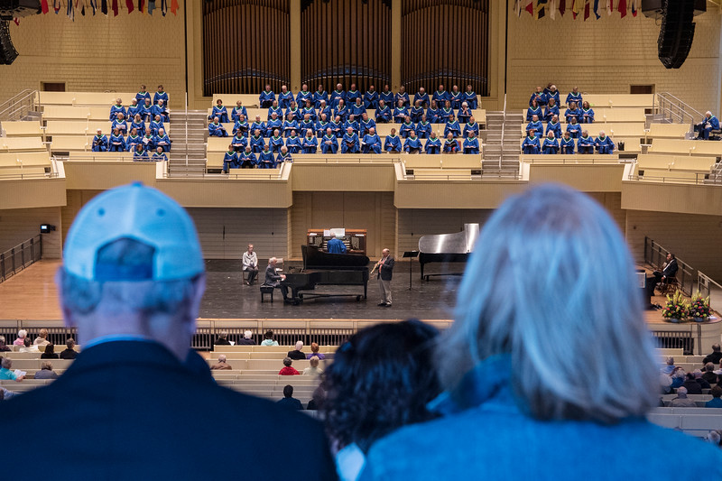 Ken Medema, pianist, George Wolfe, saxophonist, and the Chautauqua Choir perform at the Sacred Song Service on Sunday, June 25, at the Amphitheater. OLIVIA SUN/STAFF PHOTOGRAPHER