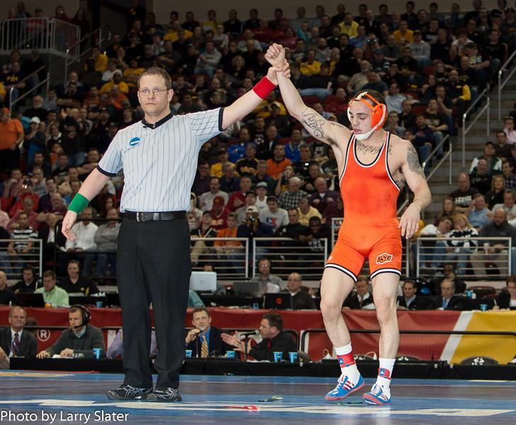 149 Jordan Oliver (Okla State) def  Jason Chamberlain (Boise St ) _R3P2743