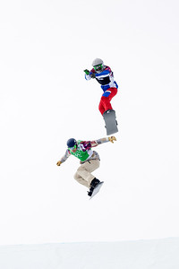 Alex Diebold, USA (green bib) and Paul-Henri De Le Rue, FRA (black bib) 2014 Olympic Winter Games - Sochi, Russia. Men's Snowboardcross Photo: Sarah Brunson/U.S. Snowboarding