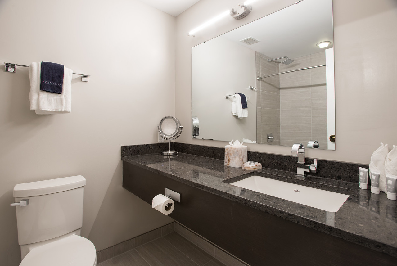 Premier King Flat Bathroom