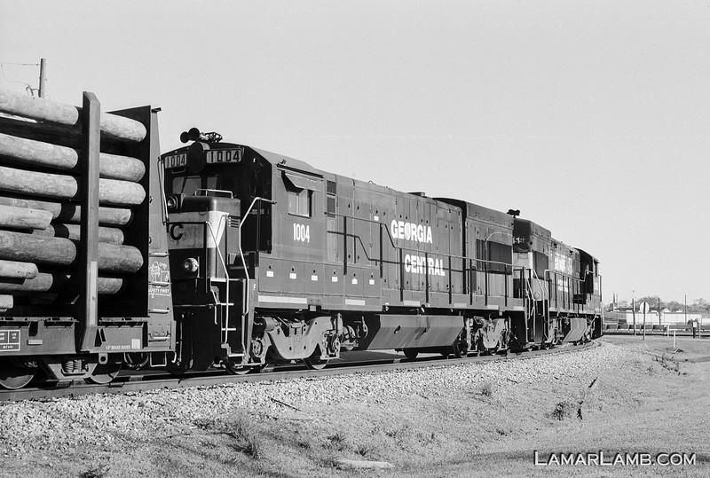 Georgia Central Railroad GE U23B #3959 in Vidalia, Georgia. Camera: Nikon F Photomic FTn; Lens: 50mm f/1.4 Nikkor-S Auto; Film: Ilford Delta 100 developed in Kodak XTOL