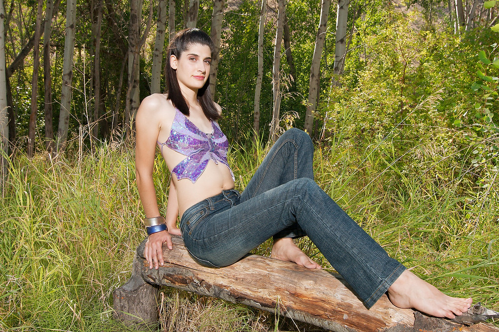 SEXY_7047 RAVENESS IS POSING OUT THE BALANCE BEAM