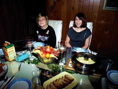 0300 Theresa and Desiree at breakfast