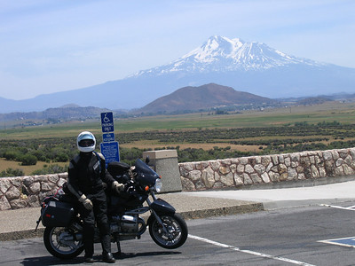 Not to much time for taking pictures but Mount Shasta was out so I had to stop.