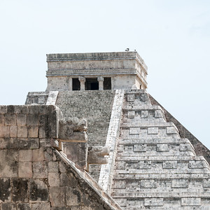 Chichén Itzá  - Platform of Venus and El Castillo