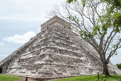 Chichén Itzá  - El Castillo (Pyramid of Kukulcan)