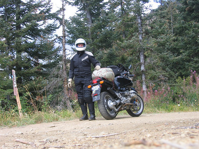 At the top of Old Blewett Pass there is a dirt forest road that goes to the summit. Sounds cool so off I went. Don't need no GS to play in the dirt!!!!