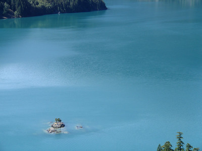 The blue green color of Diablo Lake comes from rock flourproduced by the glaciers that carved much of this area