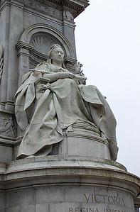 Buckingham Palace - Statue of Victoria