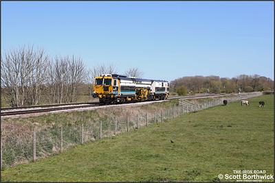 Volker Rails Matisa B41UE tamper, DR75402 passes Rearsby whilst working 6J32 1035 Welwyn Garden City FD-Chesterfield Down Sdgs on 22/04/2021.