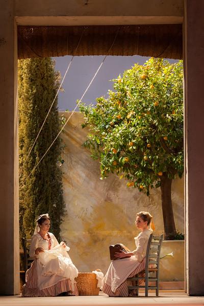 """Actress in """"Il barbiere di Siviglia"""" (G. Rossini, 1816). Teatro de la Maestranza, Seville."""