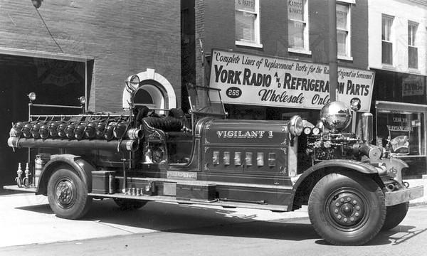 Ahrens-Fox 1933 CT4 Reg 4006 Vigilant York PA Robrecht0012