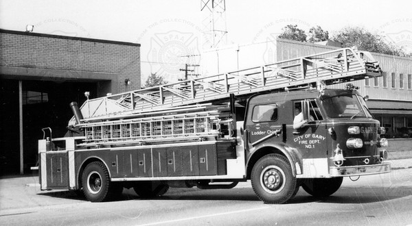 American-LaFrance 1971 ladder Chief Series 1000 100 ft Gary IN