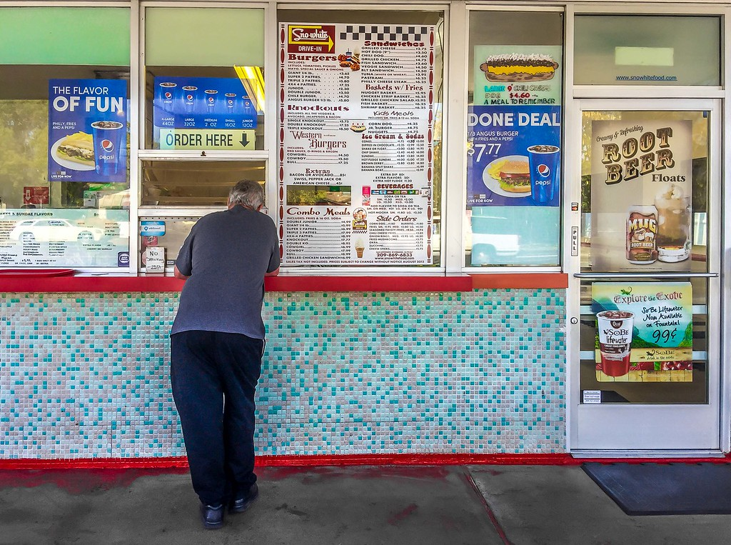 Order Here, Sno-White drive-in, Oakdale, California
