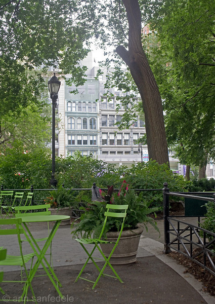 Available seating in Union Square
