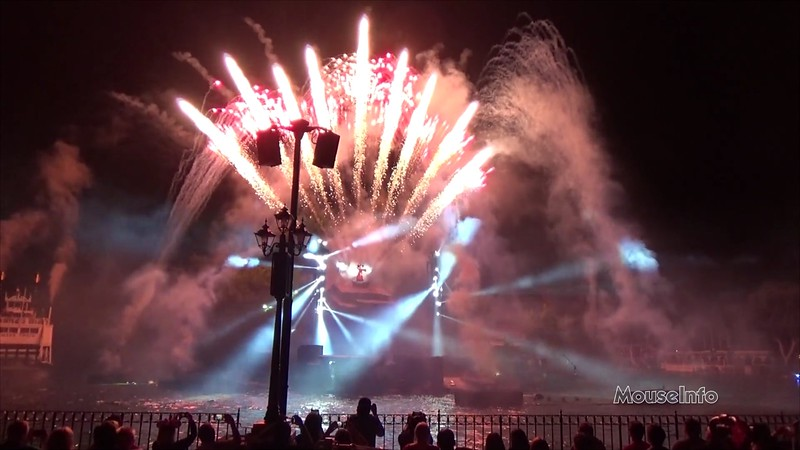 WATCH: Fantasmic! returns to Disneyland! (FULL SHOW!)