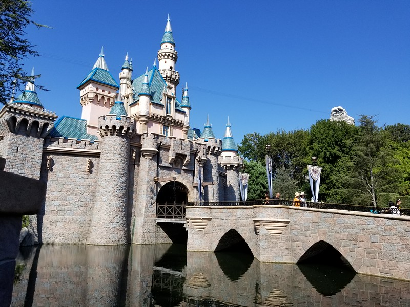 Tips to plan your Disneyland trip on a budget