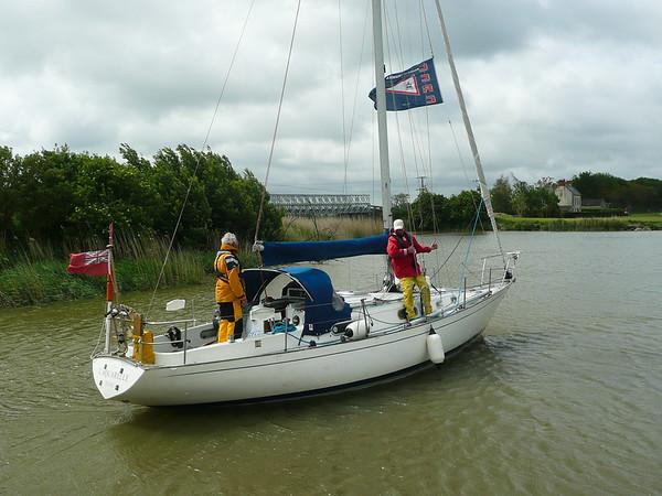 L'Aquarelle approaches the Carentan Marina lock