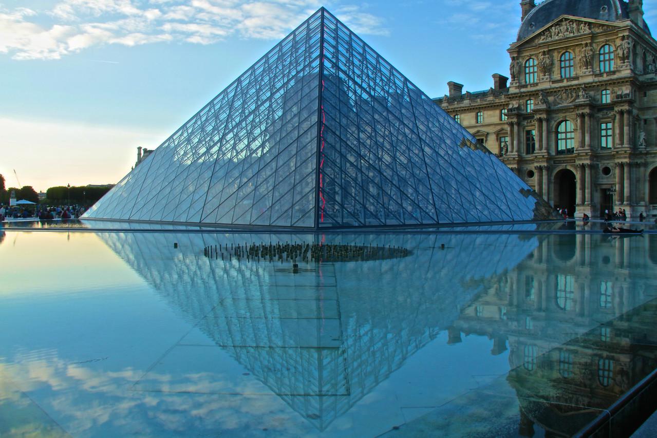 Reflejo Louvre