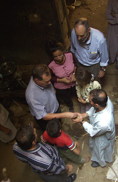 (Oct 7,2003 Tayiba, Egypt) -- Robert Ludwig, president of Hands Along The Nile, along with member of CEOSS see how local farmers are improving thier farming in Tayiba.<br /> Photo: Michael Rieger<br /> 720-331-6402