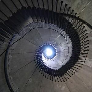 Promenade à l'intérieur du phare - day#052 - year#06