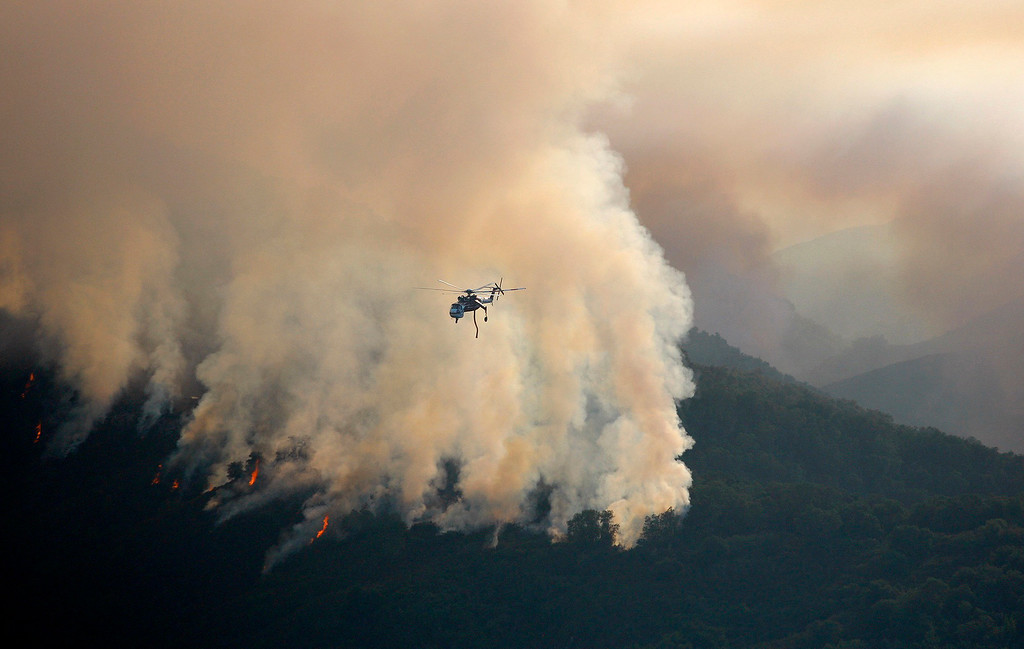 . A Sikorsky helitanker works the Soberanes Fire west of Cachagua on Tuesday, August 2, 2016.  The Soberanes Fire was 45,800 acres and 25% contained  (Vern Fisher - Monterey Herald)