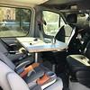 ご飯を食べる時は運転席、助手席を回転させる<br /> Turn the driver and the passenger seats for dinner time