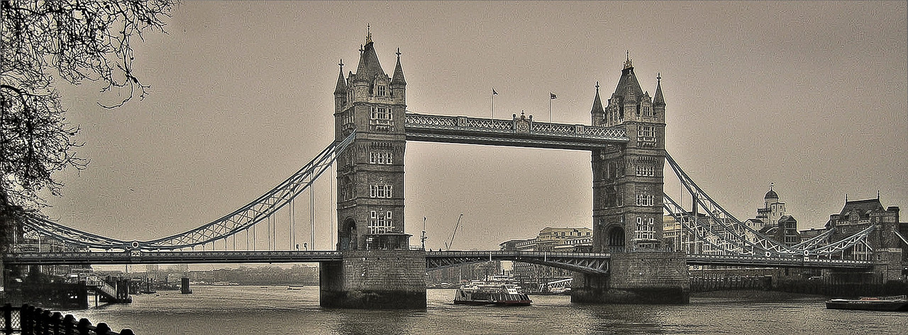 London Bridge, in London - 2003