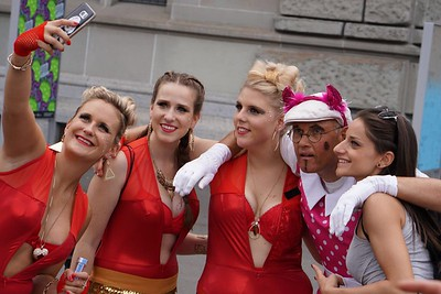live-ticker mit #pics von alex direkt von der #streetparade! and #loveneverends https://buff.ly/2vLDQtp