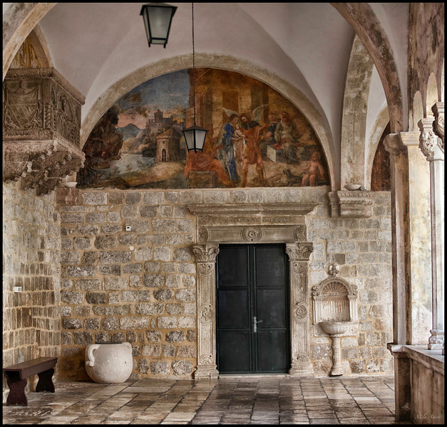 The Cluster of the Franciscan Monastery is considered to be a masterpiece of architecture in Dubrovnik. Built in the transitional Romanesque-Gothic style, the construction started in 1337.