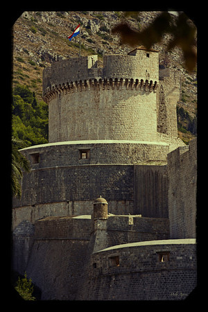 Walls of Dubrovnik with sight on Minčeta Tower