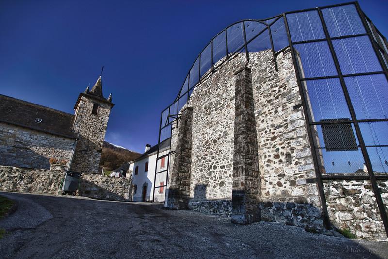 Eliza ta frontoia (Larraun, Xiberoa)<br /> Church and fronton (Larraun, Xiberoa)