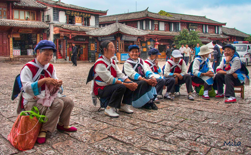 Naxi ladies spending the evening at Square Street (the center of the old town in Lijiang (Yunan)
