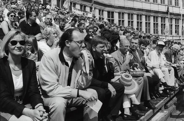 Openingsstoet, eretribune, 1997: VLD-politicus Guy Verhofstadt, burgemeester Frank Beke en minister van Onderwijs Luc van den Bossche, 1997.