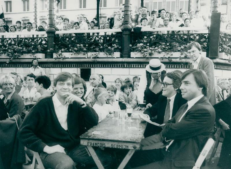 Liberale politici op de Kouter: de broers Guy en Dirk Verhofstadt, Patrick Dewael en Rudy Van Quaquebeke, 1989.