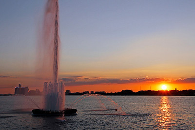 Peace Fountain and the setting sun over Belle Ilse, Detroit