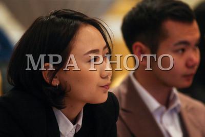 """2019 оны арванхоёрдугаар сарын 03.Эдийн засгийн сэтгүүлчдийн """"Өөрчлөгч"""" клуб, Азийн хөгжлийн банк хамтран """"Агаарын бохирдол -Орон сууцжуулалт"""" уулзалт зохион байгууллаа. ГЭРЭЛ ЗУРГИЙГ Э.ОНОНГОО /MPA"""