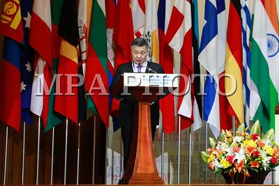 """2016 оны дөрөвдүгээр сарын 22. Ирэх долоодугаар сард Улаанбаатар хотод болох АСЕМ-ын дээд хэмжээний уулзалт болон түүнийг угтан зохион байгуулагдах арга хэмжээнүүдийн салхийг хагалж, Ази, Европын Парламентын Түншлэлийн 9 дүгээр уулзалт Төрийн ордны их танхимд эхэллээ. Уг уулзалтад 32 орон болон Европын парламентаас 170 төлөөлөгч оролцож байна. Тэд """"Ази, Европын Парламентын түншлэлийн АСЕМ дахь үүрэг оролцоо"""" сэдвийн хүрээнд терроризм, уур амьсгалын өөрчлөлт, тогтвортой хөгжлийн 2030 он хүртэлх хөтөлбөр, гамшгаас сэргийлэх менежмент, эрчим хүчний аюулгүй байдал, дүрвэгсдийн асуудал зэрэг асуудлыг  хэлэлцэхээр хуран  цуглаад байна. ГЭРЭЛ ЗУРГИЙГ Б.БЯМБА-ОЧИР/MPA"""