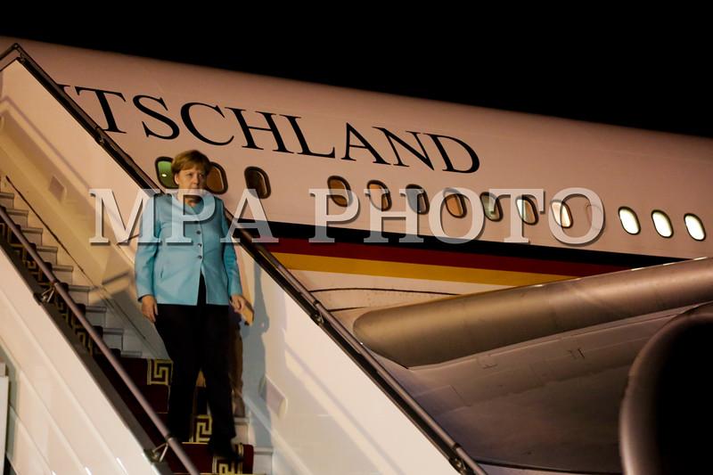 2016 оны долоодугаар сарын 14. Холбооны Бүгд Найрамдах Герман Улсын Канцлер Ангела Меркель Чингис хаан олон улсын нисэх буудалд газардлаа. <br /> <br /> Түүнийг Монгол Улсын Гадаад Хэргийн сайд Д.Пүрэвсүрэн угтан авав.