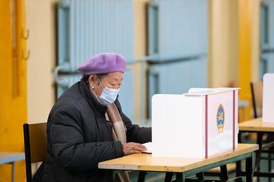 2020 оны аравдугаар сарын 15. Нийслэлийн ИТХ-ын сонгуулийн санал хураалт.  ГЭРЭЛ ЗУРГИЙГ Б.БЯМБА-ОЧИР/MPA