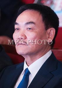 Монгол улс, Улаанбаатар хот. 2013 оны 10 дугаар сарын 27.  Монгол Ардын намын 27-р Их хурал соёлын төв өргөөнд эхэллээ. Их хурлыг удирдан явуулж буй тус намын гишүүн, хурал зохион байгуулах комиссын дарга Д.Дэмбэрэл хурлын эхэнд энэ удаагийн Их хурлаар хэлэлцэх ерөнхий асуудлууд, хурлын хөтөлбөрийг танилцуулав. Танилцуулснаар, Их хурлаар есөн үндсэн асуудал хэлэлцэх бөгөөд үүнд, МАН-ын дарга Ө.Энхтүвшингийн улстөрийн илтгэл, Мандатын комиссын илтгэл, намын 26-р Их хурлаас хойш хийж гүйцэтгэсэн ажлын тайлан, Хяналтын ерөнхий хорооны тайлан, МАН-ын дүрмийн асуудлаарх салбар хуралдааны мэдээлэл сонсох, Намын дүрэмд өөрчлөлт оруулах тухай салбар хуралдааны мэдээлэл сонсох, Монгол Улсын 2021 он хүртэлх хөгжлийн зорилт, Намын үйл ажиллагааны шинэчлэлийн талаарх дүгнэлт, Зохион байгуулалтын асуудал зэрэг багтжээ. Их хурлаас гол хүлээлт үүсгээд буй зохион байгуулалтын асуудалд Монгол Ардын намын даргыг сонгох тухай, Бага хурлын гишүүдийг сонгох тухай, Хяналтын ерөнхий хорооны гишүүдийг сонгох тухай гэсэн асуудал багтжээ. Их хурал гурван өдөр үргэлжилж, аравдугаар сарын 29-нд өндөрлөх юм.  ГЭРЭЛ ЗУРГИЙГ БЯМБАСҮРЭНГИЙН БЯМБА-ОЧИР