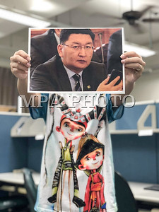"""2018 оны арваннэгдүгээр сарын 07. Тайвань улс. Тайвань улсын Үндэсний Формоса их сургуулийн Монгол оюутнууд Жижиг дунд үйлдвэрийг хөгжүүлэх сангаасзээл авсан төрийн өндөр албан тушаалтнуудыг хариуцлага хүлээхийг шаардаж""""БИД УУЧЛАХГҮЙ"""" нэртэй цахим аяныг эхлүүлжээ.  Оюутнууд дараах гурван зүйлийг шаардаж байна.  1. Ёс зүйн хариуцлага хүлээ  2. Улс төрийн хариуцлага хүлээ  3. Хуулийн хариуцлага хүлээ  Тэд """"Уучлалт гуйсан ч хүлээж авахгүй, БИД УУЧЛАХГҮЙ... Улс төрч баг зүүсэн хулгайч нар ордонд биш шоронд байх ёстой. Бидний сошиал жагсаалыг дэмжвэл нэгдэж, үзэл бодлоо илэрхийлэхийг хүсье. Бид хулгайч тэжээж чадахгүй WE CAN NOT FORGIVE"""" хэмээж байна."""