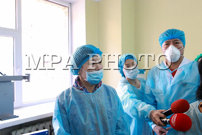 2020 оны нэгдүгээр сарын 25.Эрүүл мэндийн сайд Д.Сарангэрэл ,Халдварт Өвчин судлалын үндэсний төвд ажиллаа.ГЭРЭЛ ЗУРГИЙГ Д.ЗАНДАНБАТ/МРА
