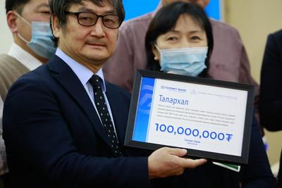 2020 оны гуравдугаар сарын 03. Голомт банкнаас Эрүүл мэндийн яаманд 100 сая төгрөг хандивлалаа. ГЭРЭЛ ЗУРГИЙГ Г.ӨНӨБОЛД/МРА