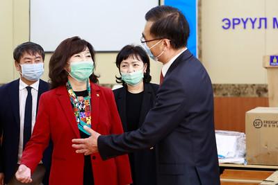 2020 дөрөвдүгээр сарын 28. БНХАУ-аас Монгол улсад тоног төхөөрөмжийн тусламж үзүүллээ. ГЭРЭЛ ЗУРГИЙГ Г.ӨНӨБОЛД/МРА